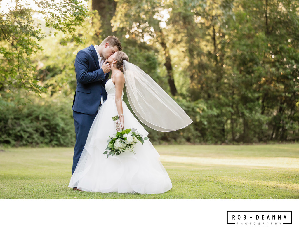 Memphis Wedding Photography Annesdale Mansion Kiss