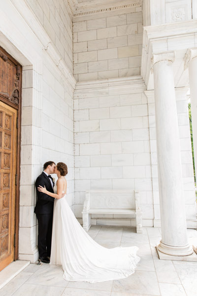 Memphis Wedding Photography Brooks Museum Kiss