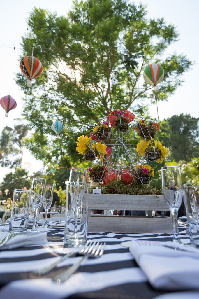 wedding tables and hot air ballons