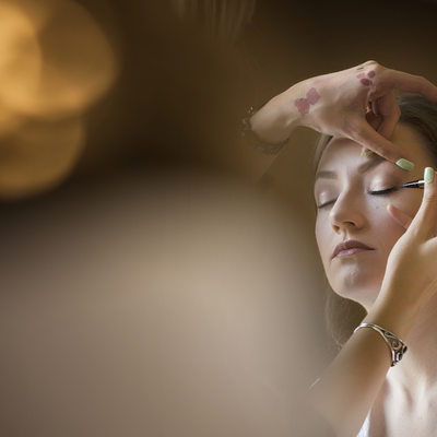 bride getting ready at Hyatt Valencia by veil of grace