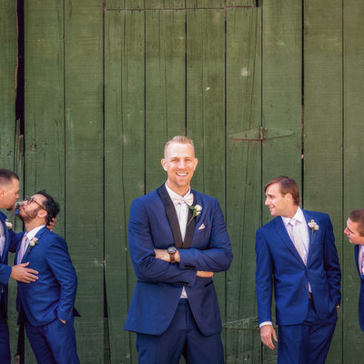 funny groom group shot