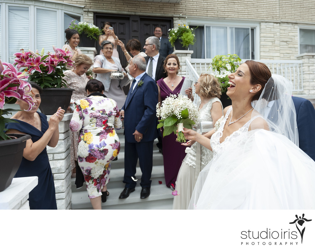 bride belly laughing at montreal wedding