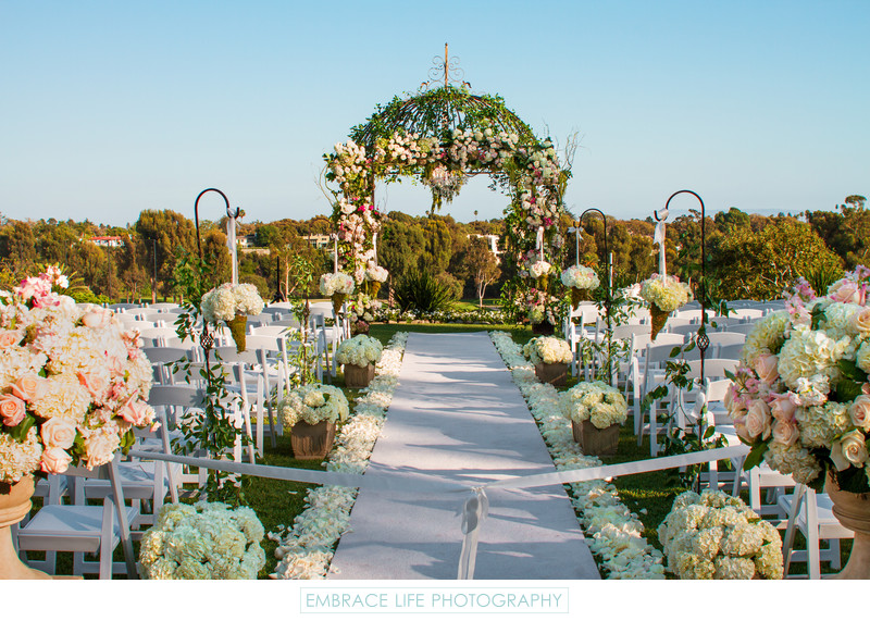 Gorgeous outdoor wedding ceremony setting los angeles for Wedding photography settings