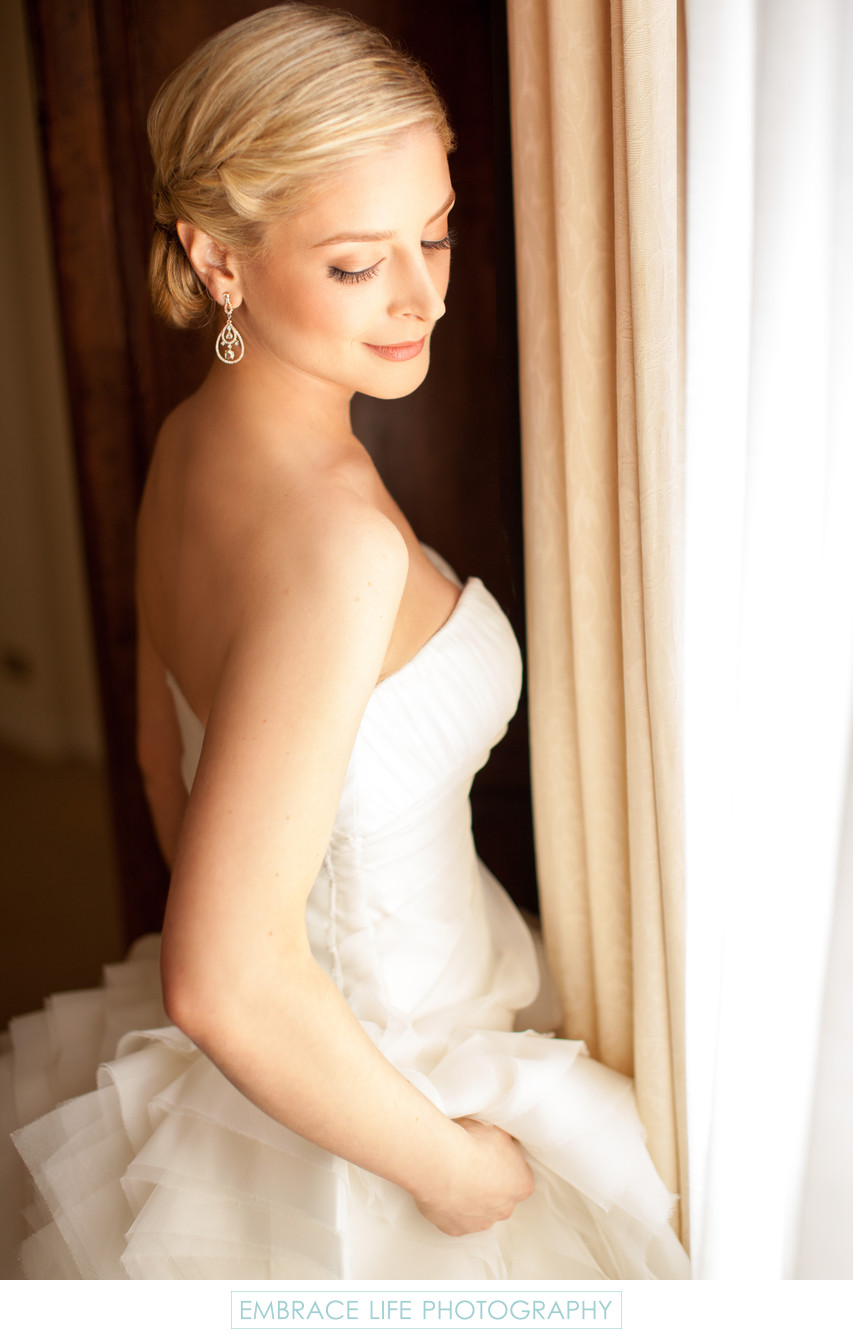 Elegant Bride in Dramatic Over-the-Shoulder Pose
