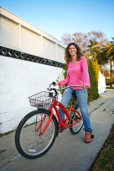 Venice Beach lifestyle session on red bike Cyntia