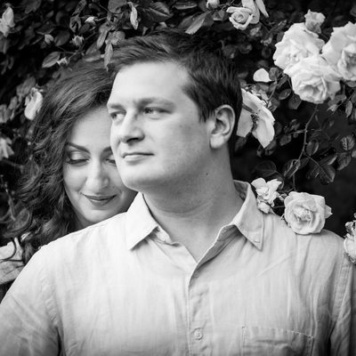 Black and White Engagement Session | Roses | NYC