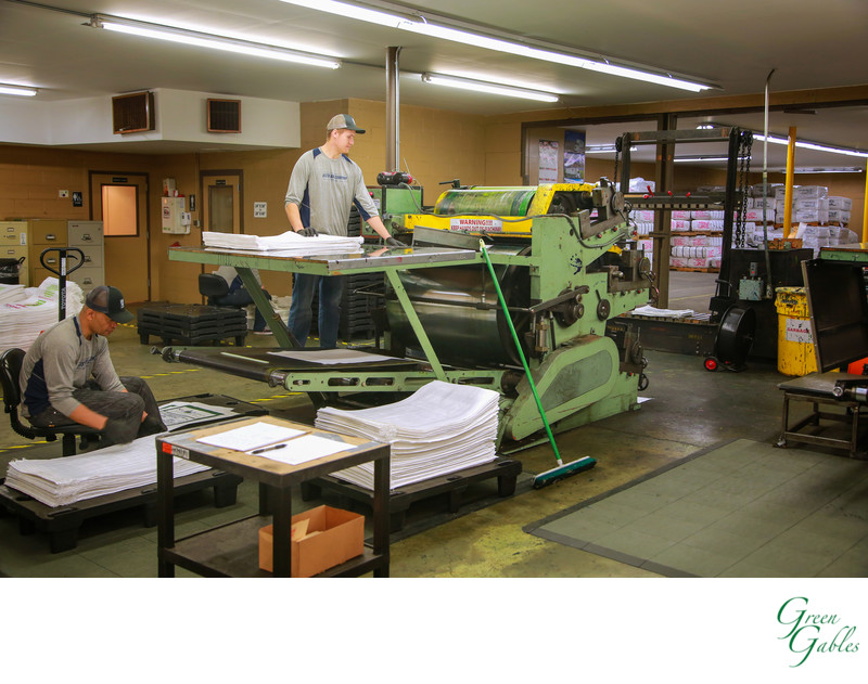Pressmen hard at work in Spokane,  Justus Bag Co.