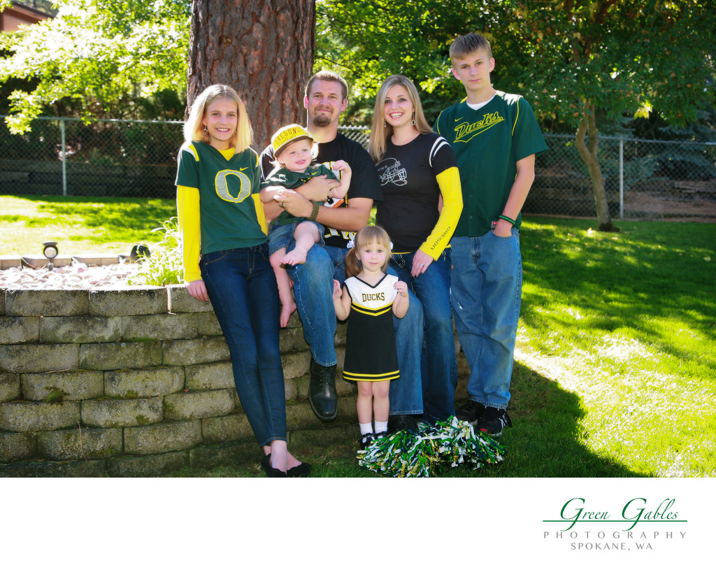family group proud of Oregon Ducks