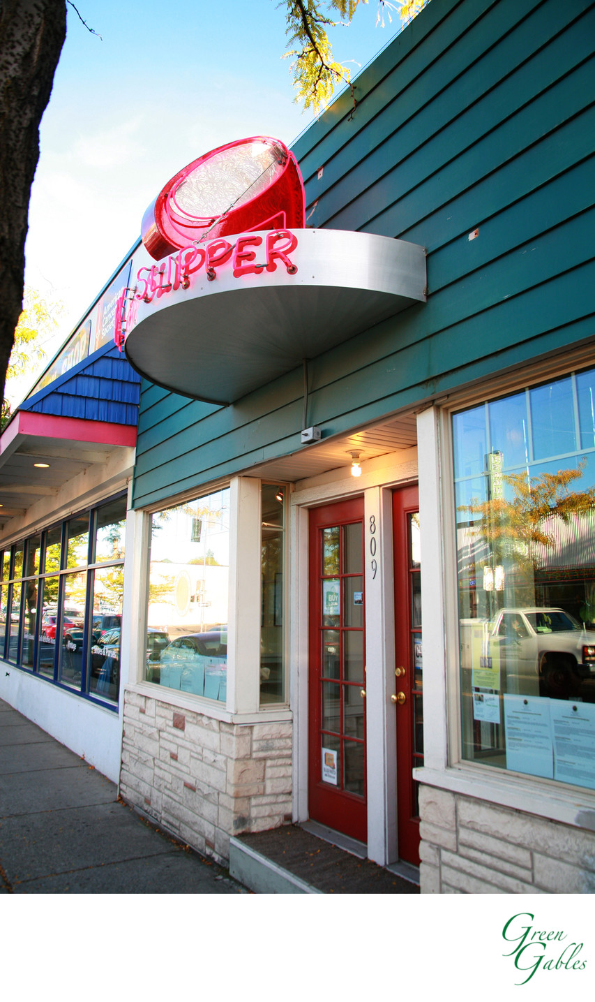 The Ruby Slipper, Garland business district
