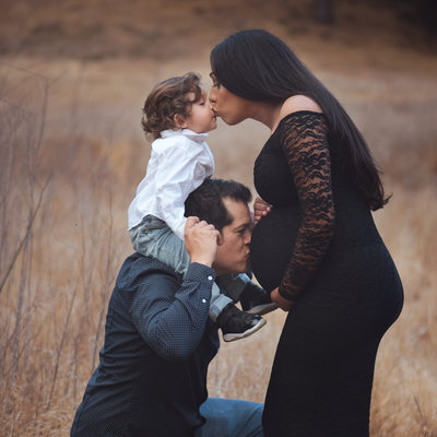 Maternity session in Malibu with family