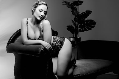 Black & White Pinup Photography in Brisbane