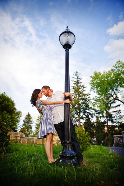 ENGAGEMENT PHOTO WITH LAMPPOST