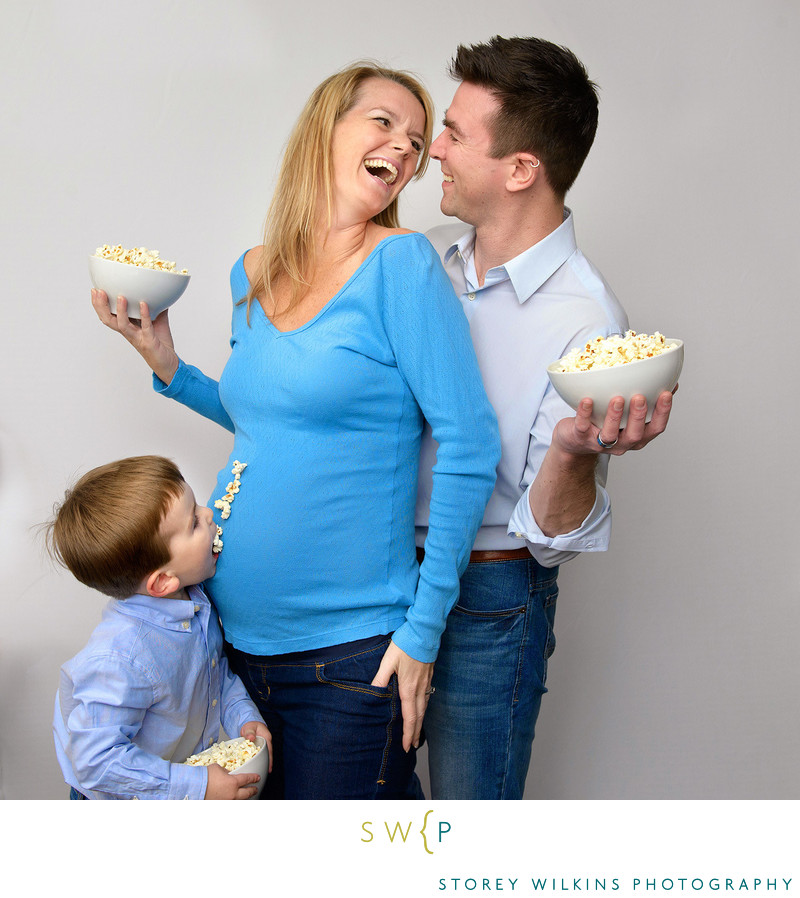 Funny Toronto Family Portrait Pictures with Cute Poses