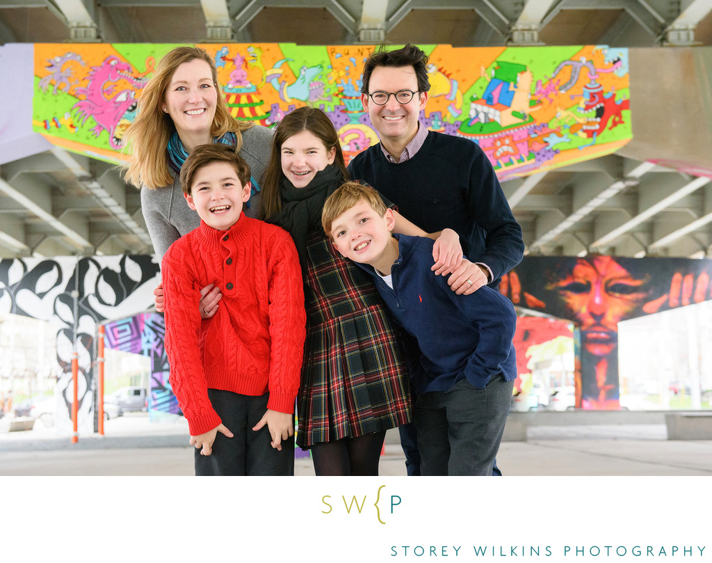 A Fun Christmas Family Portrait in Downtown Toronto