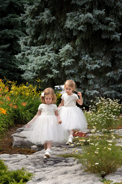 Toronto Wedding Photography Flower Girls Wandering