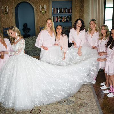 Bride and bridesmaids at Oheka Castle