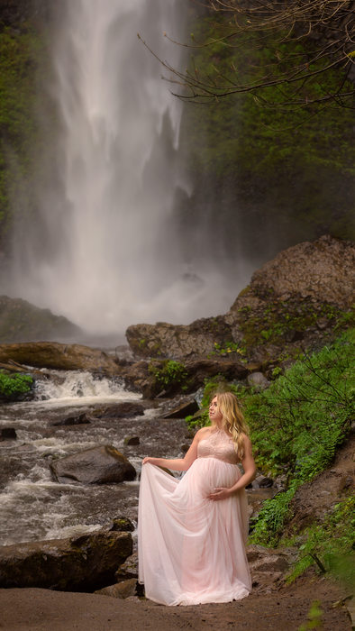 Portland Maternity Photographer- Latourell Waterfall