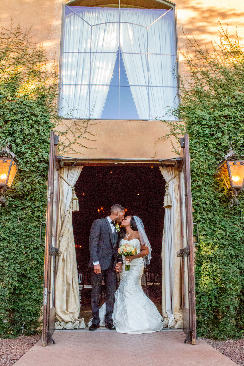 Ivy Wall Villa Siena Kiss Phoenix Wedding Photographer