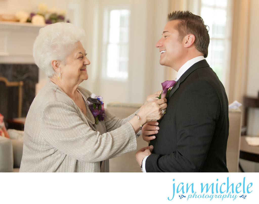 Mom pinning son's boutonnière on his wedding day