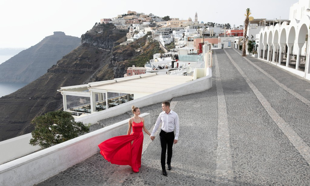 Destination Wedding photographer: Santorini, Greece
