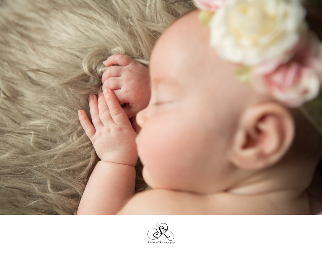Finger Dimples: Newborn Lifestyle Photography
