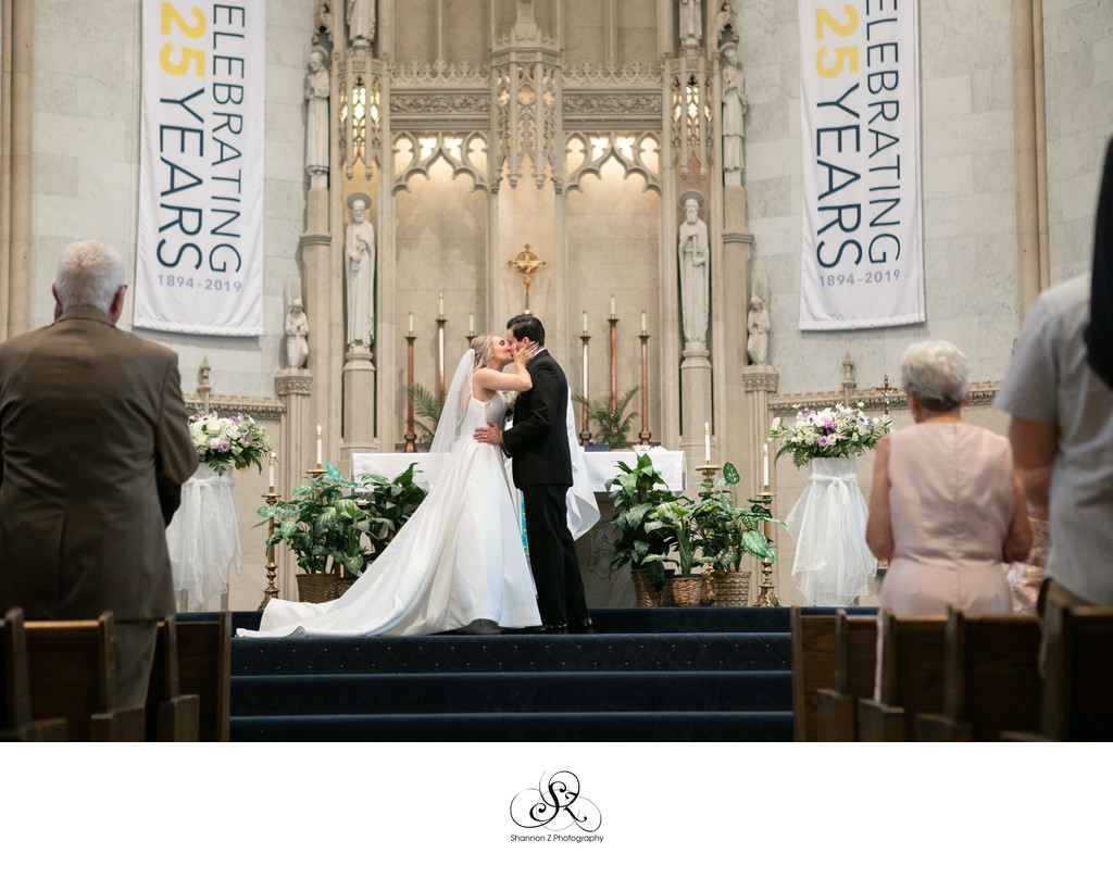 The Kiss: Milwaukee Wedding Photographers Gesu Church