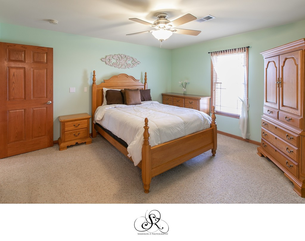 Master Bedroom: Real Estate Photos