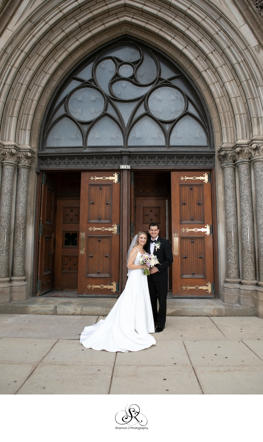 Milwaukee Wedding Photographers: Gesu Church Couple