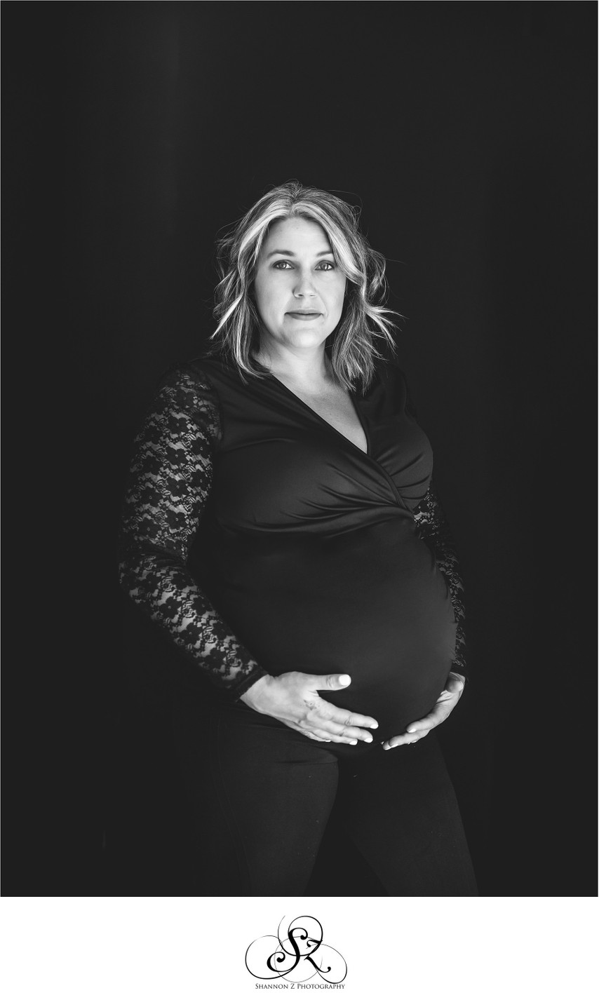 Elegant Maternity Photos: Studio Portraits