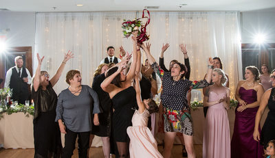 Bouquet Toss Capture: Receptions