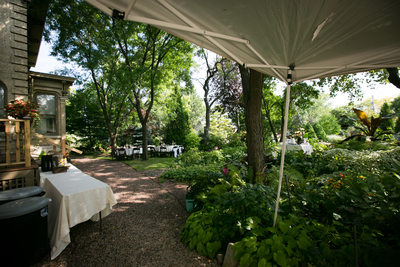 Sanger house Gardens: Backyard Weddings