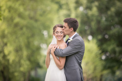 Temple Kiss: Wedding Photos