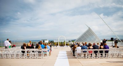 Rooftop Wedding: Milwaukee War Memorial Center