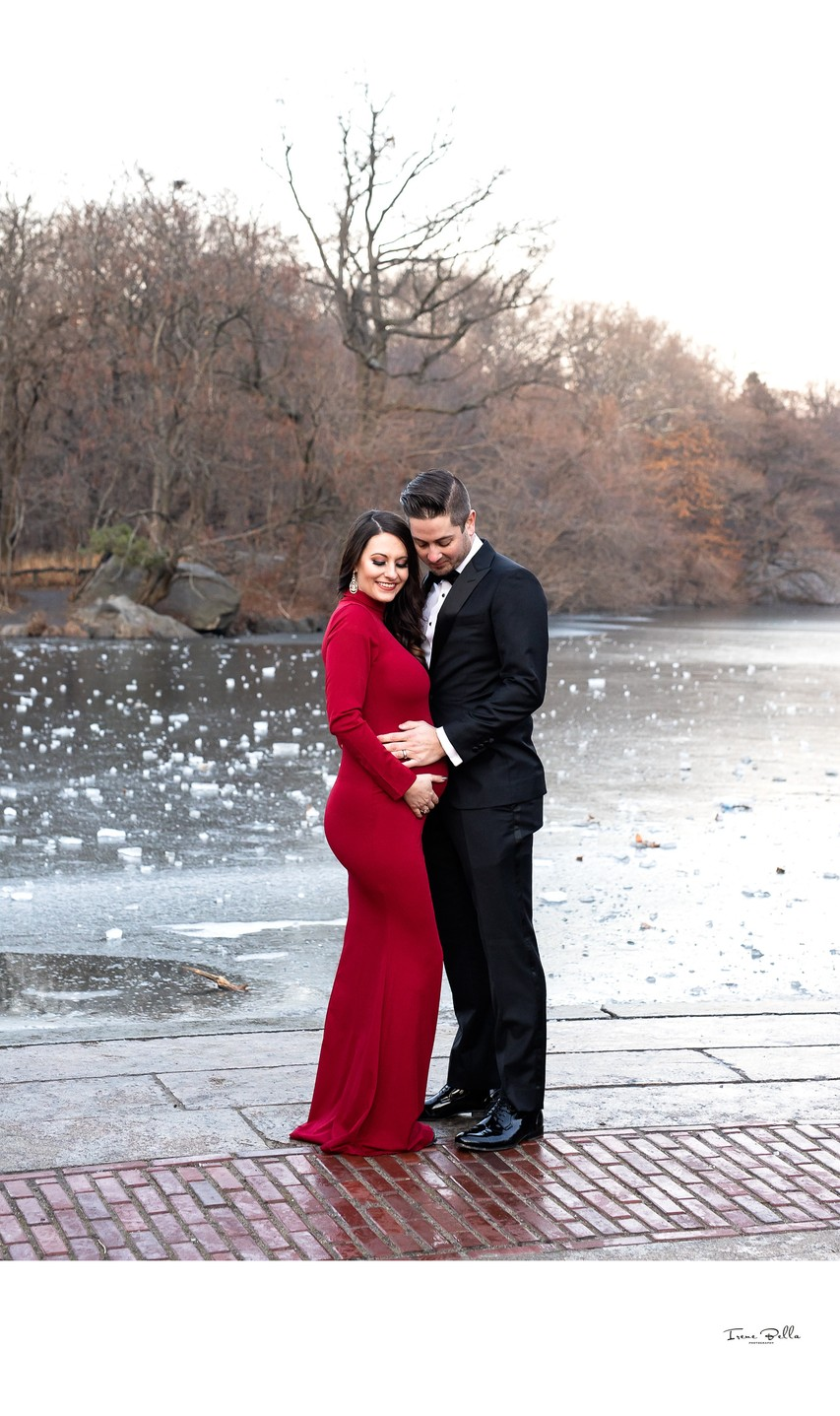 Central Park Maternity Photos in Winter