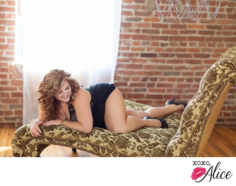 Boudoir Photograph in St Louis Missouri: Curvy Clients