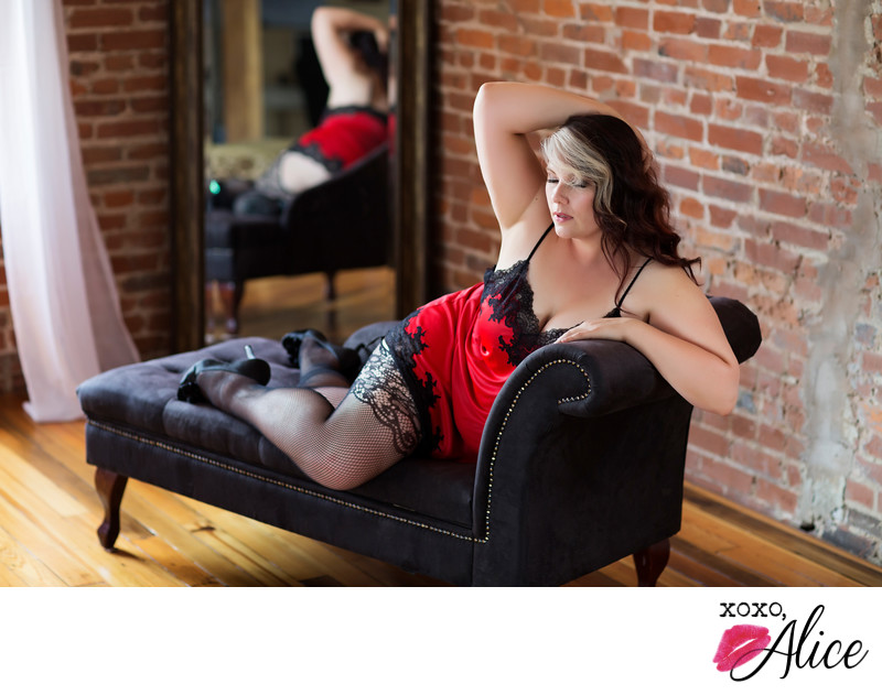 gorgeous curvy woman in boudoir studio xoxo alice STL