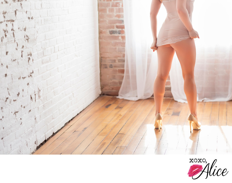 best boudoir in Illinois sexy booty shots and high heels