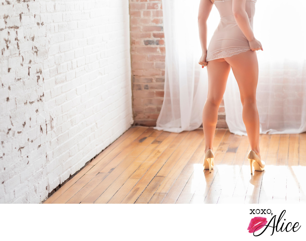 best boudoir Illinois sexy booty shots and high heels