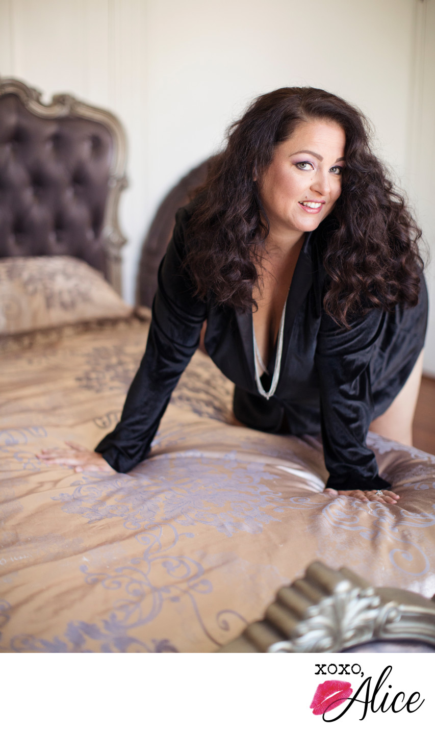 boudoir photography in missouri for classy flirty photo