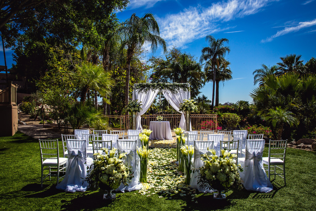 Outdoor Weddings at the Phoenician in Scottsdale Arizona - Best Phoenix Wedding Photographers - Ben and Kelly Photography