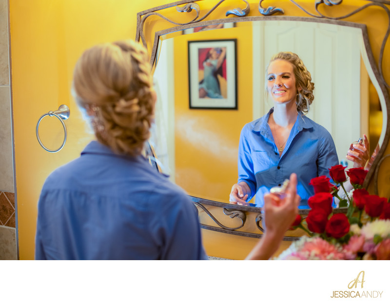 bridegettingready_hairspray_weddingpreparations_photo