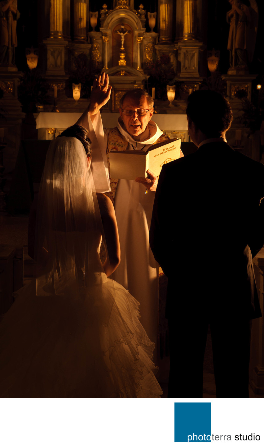 Intimate Lighting Marriage Ceremony