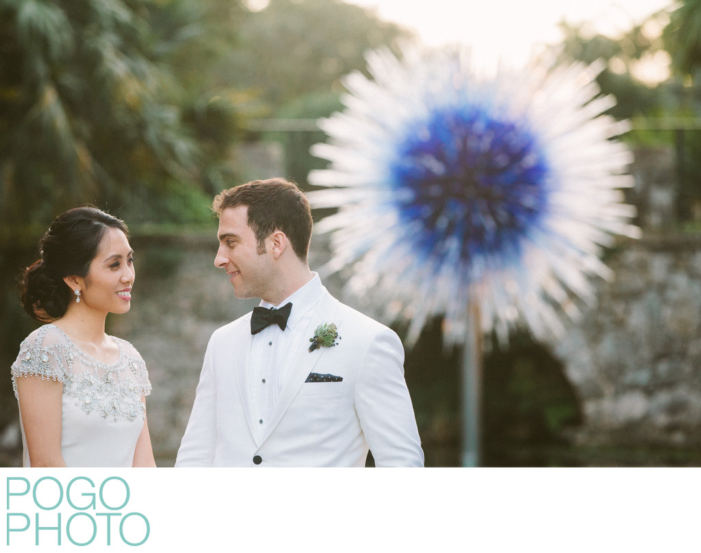 Chihuly Sunburst Sculpture with Bride and Groom, Miami