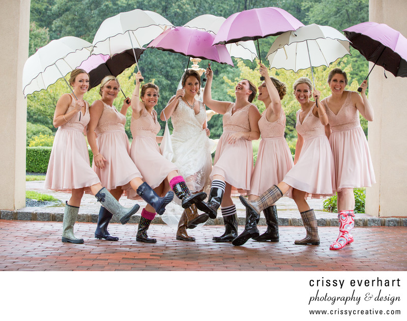Bridemaids with umbrellas at Belle Voir Manor