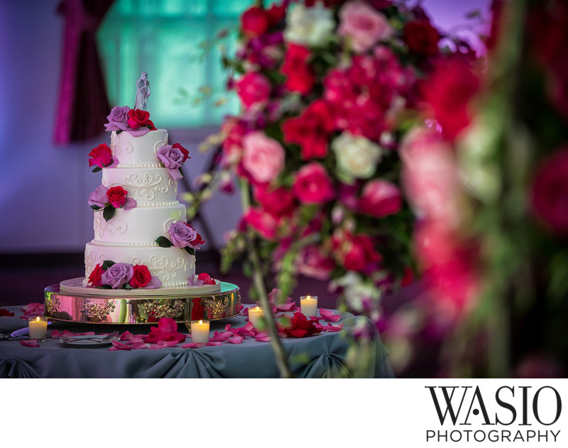 wedding-cake-reception-red-roses
