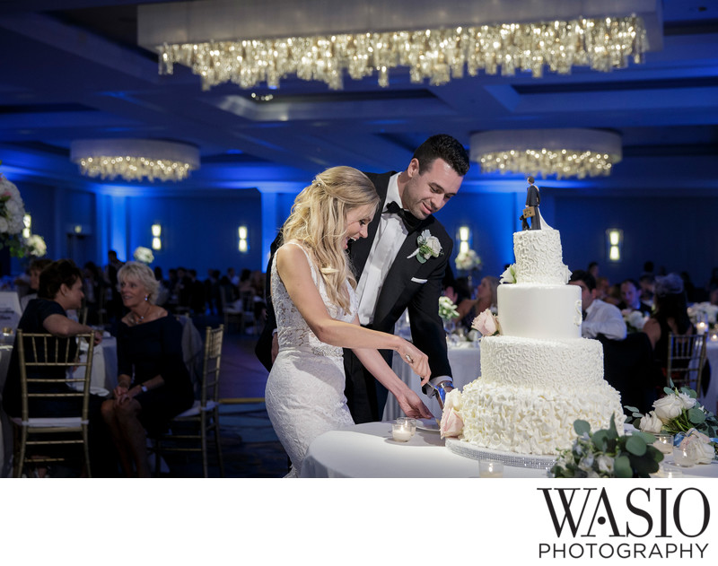 Wedding Cake Cutting San Diego Manchester Hyatt