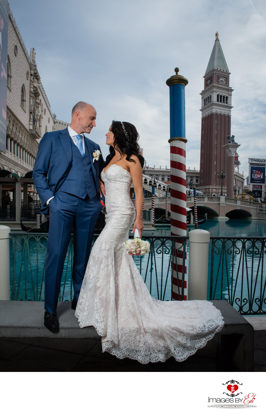 Las Vegas Venetian Hotel Wedding Photography | Creative Las Vegas Wedding Photographer |  Las Vegas Strip Elopement | Images by EDI