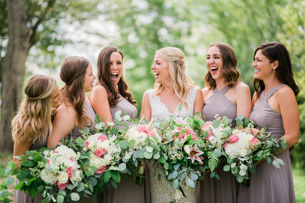 fun-laughing-bridesmaids