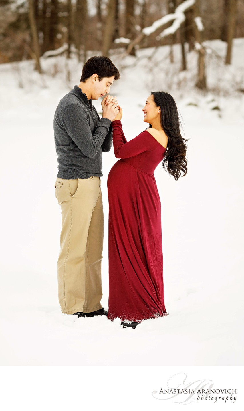 Snowy Maternity Photos