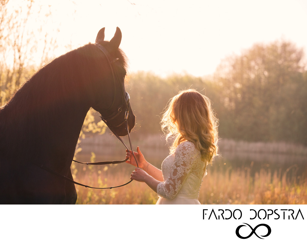 After wedding trouwfoto met Fries paard